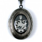 Cullen Family Crest Twilight New Moon Locket Necklace