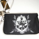 TWILIGHT NEW MOON CULLEN CREST WRISTLET PURSE BLACK NWT